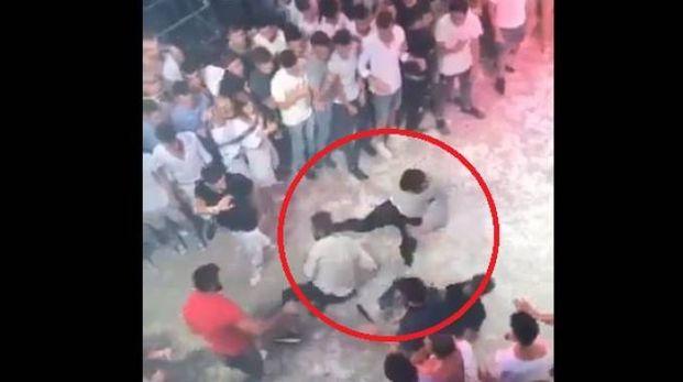 Niccolò Ciatti ucciso in Spagna, il video della rissa in discoteca (Twitter @CPU_Police)