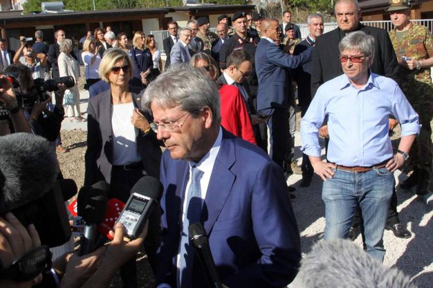 Il premier Paolo Gentiloni ad Arquata del Tronto (foto Labolognese)