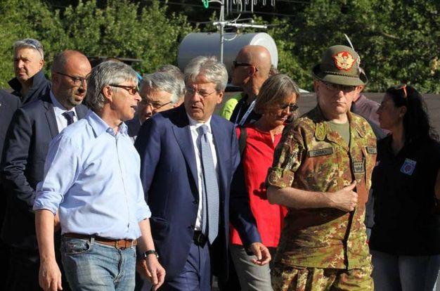 Il premier Paolo Gentiloni con Vasco Errani (foto Labolognese)