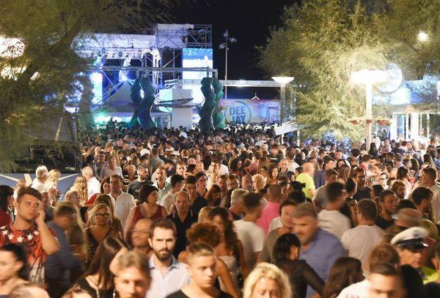 Tanta gente a Riccione (foto Migliorini)