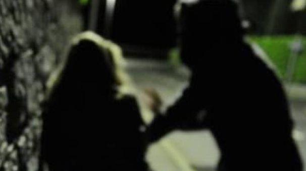 Aggredita e derubata una ragazza (foto di repertorio)