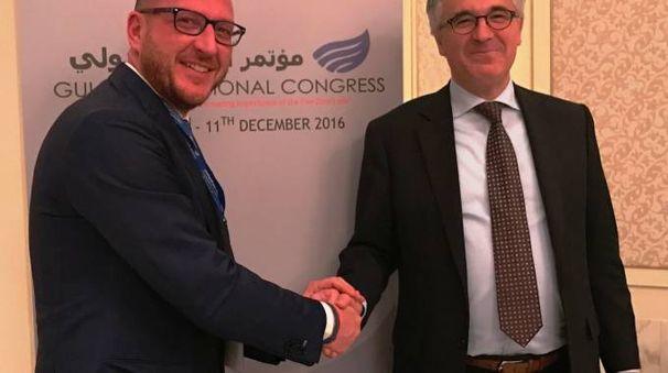 MISSIONE Simone Facchinetti  con l'ambasciatore italiano  negli Emirati Arabi  Uniti Liborio Stellino