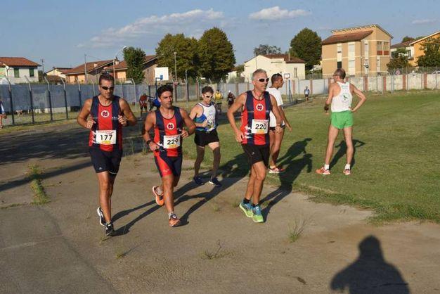 La corsa dei cento a Porcari (foto Regalami un sorriso onlus)