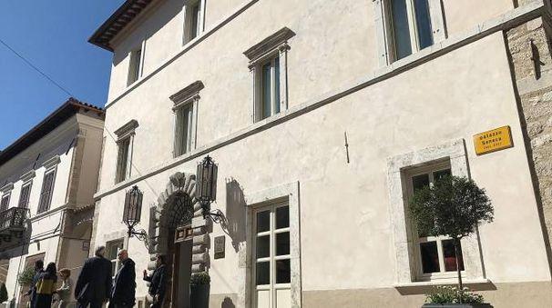 L'esterno di Palazzo Seneca a Norcia (foto Ansa)