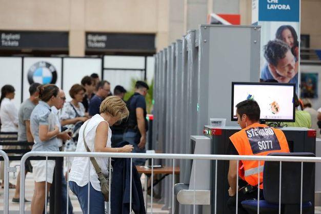 I metal detector all'ingresso del Meeting (foto Petrangeli)