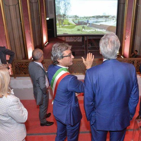 Il sindaco Gnassi ha illustrato gli interventi in corso per la realizzazione del Museo Fellini (foto Ansa)