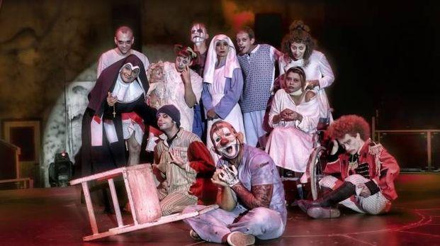 PER LA TERZA VOLTA IN CITTÀ  La compagnia di acrobati e ballerini diretta dalla famiglia Bellucci - Medini nello spettacolo 'Alcatraz'