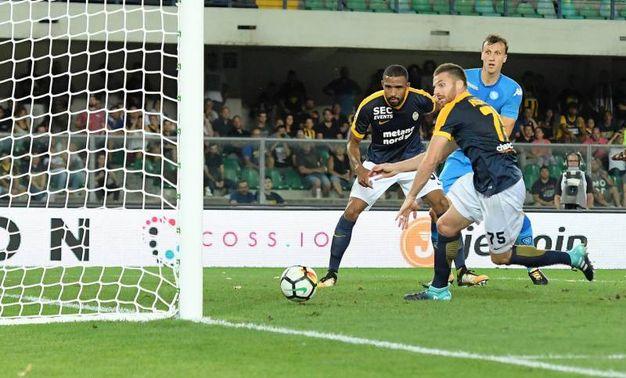 Verona-Napoli 0-1, autorete di Souprayen (Alive)