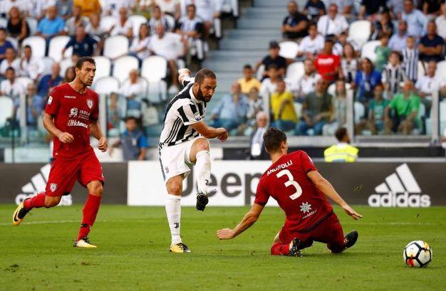 Juventus-Cagliari 3-0, Higuain (LaPresse)
