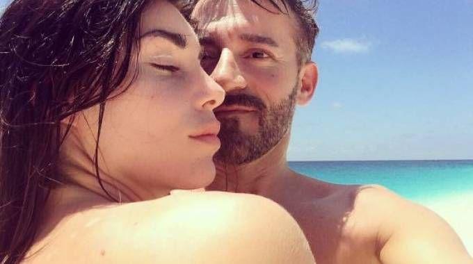 Bianca Atzei e Max Biaggi in Sardegna (Foto Instagram)