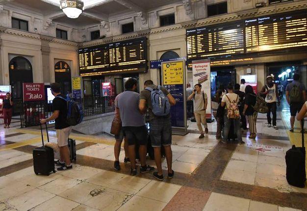 Disagi e ritardi per i passeggeri (foto Schicchi)