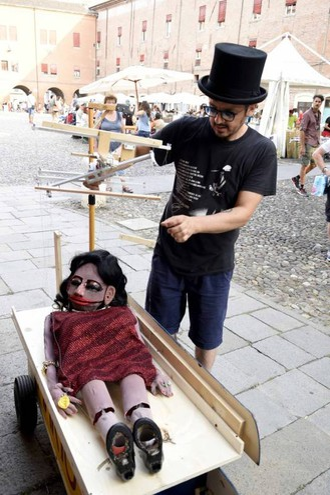 Musica ma anche burattini (foto Businesspress)