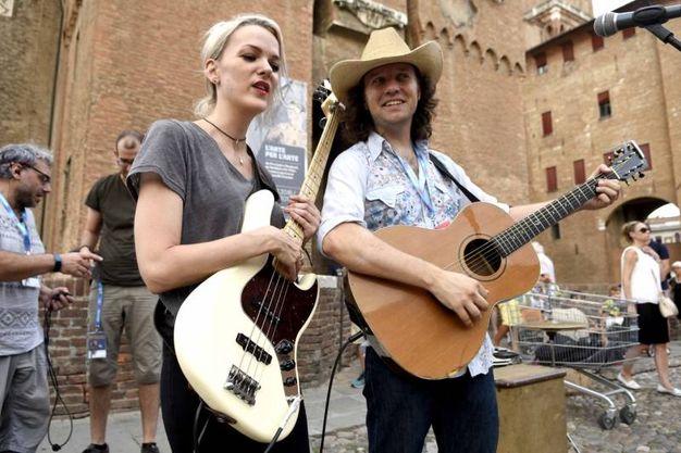 A Ferrara è iniziato il festival dei Buskers (foto Businesspress)
