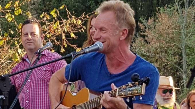 Sting canta per gli amici al Palagio