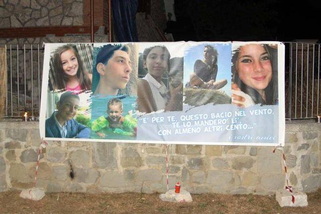 Alcune delle vittime del terremoto (foto Labolognese)