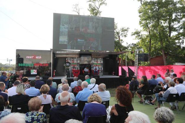 Il pubblico presente all'inaugurazione dell'edizione 2017 della Festa dell'Unità (fotoSchicchi)