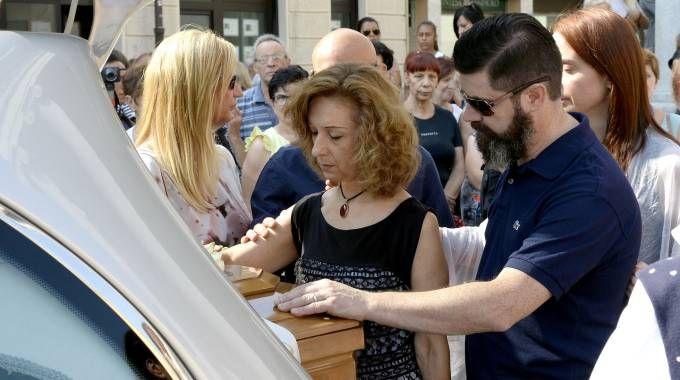 I funerali di Antonietta Migliorati, uccisa a Rho