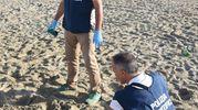 I rilievi in spiaggia a Miramare dopo lo stupro (Foto Migliorini)