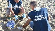 I reperti trovati dalla Scientifica (Foto Migliorini)