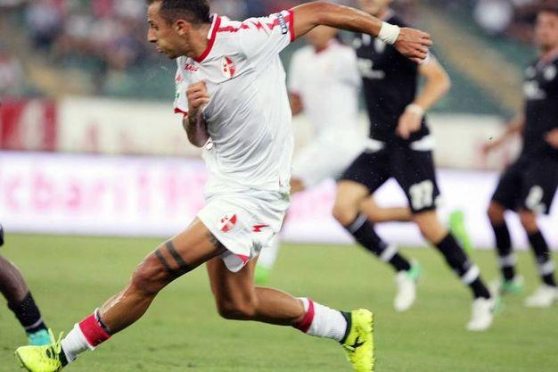 Il gol dell'1-0 del Bari firmato da Improta (foto LaPresse)