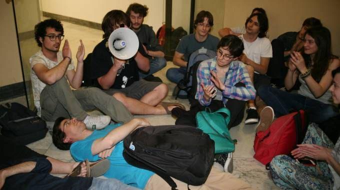 La protesta degli studenti contro il numero chiuso nelle facoltà umanistiche