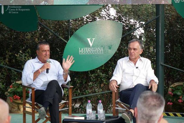 Il direttore de La Nazione Francesco Carrassi intervista il presidente della Regione Enrico Rossi alla Versiliana (Umicini)