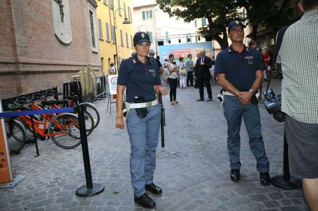 Le forze dell'ordine all'ingresso della Festa dell'Unità (Fotoprint)