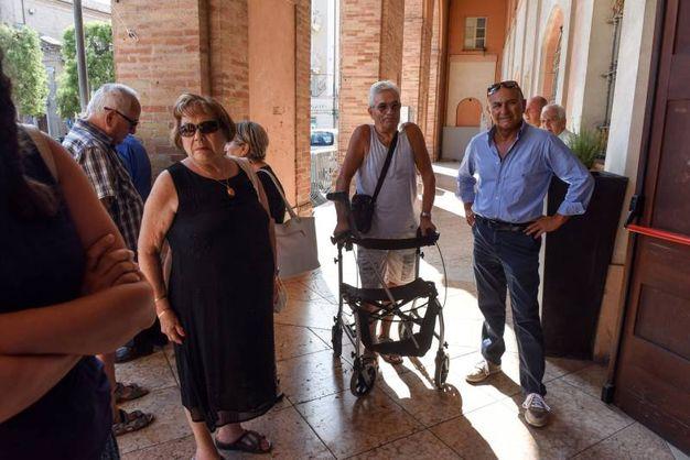 Alcuni dei residenti che hanno visto la loro richiesta respinta (foto Demarco)