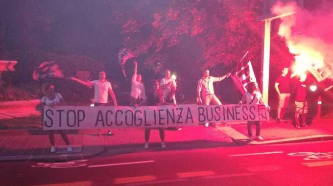 Il blitz di Forza Nuova contro la sede della coop Lai-Momo a Bologna (Foto Dire)