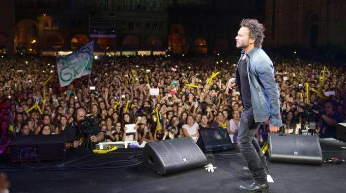 Bologna, concerto di Radio Bruno: Nek sul palco di piazza Maggiore (FotoSchicchi)