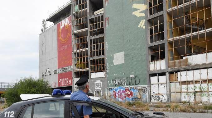 Il blitz dei carabinieri dopo la violenza alla 17enne