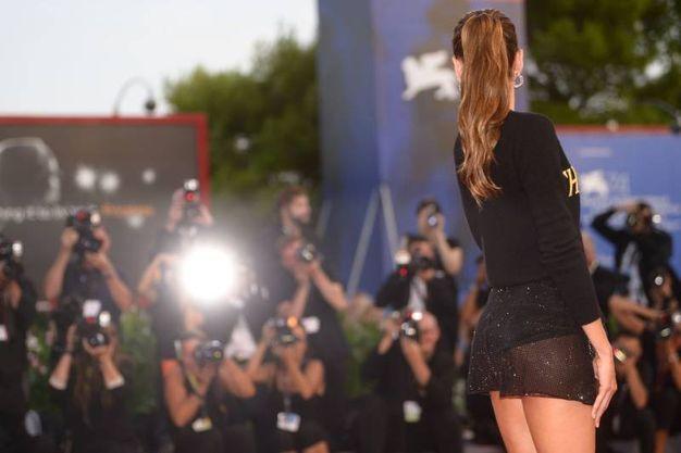 Mostra del cinema di Venezia, Izabel Goulart sul red carpet (Afp)