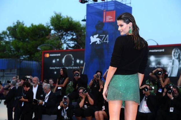 Mostra del Cinema di Venezia, Isabeli Fontana sul red carpet (Lapresse)