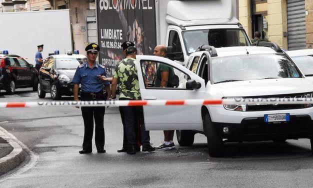 L'auto dell'uomo che ha tentato la fuga ed è stato ferito dai carabinieri / Brianza