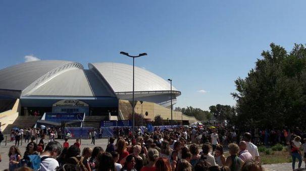 Centinaia di spettatori in fila alle 15 per entrare nell'AdriaticArena per i mondiali di Ritmica