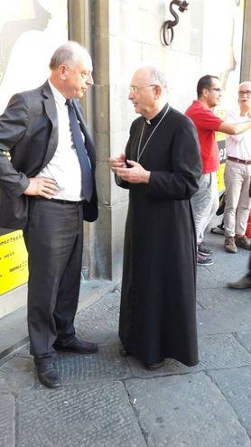 L'arcivescovo Italo Castellani e il sindaco Alessandro Tambellini sul luogo della tragedia