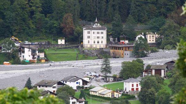 Chiusa la dogana al traffico per frana in Val di Bondo