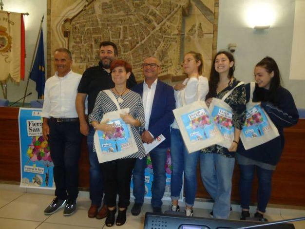 Giorgio Montanari, Luca Bartolucci, Isabella Galeazzi, Riccardo Pascucci e tre studentesse