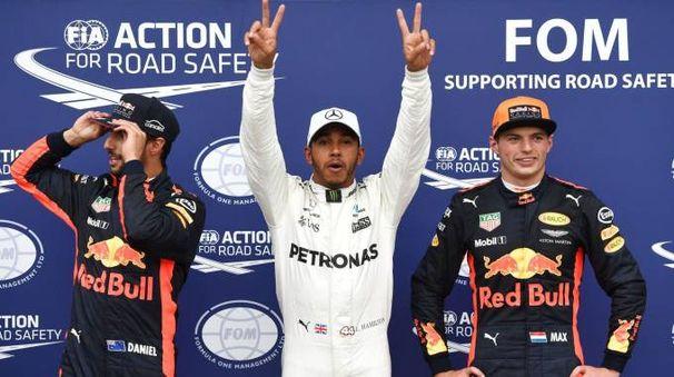 Hamilton festeggia la sua 69sima pole in carriera (Afp)