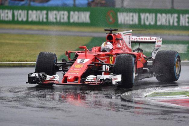La pioggia torrenziale su Monza (Ansa)