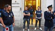 Forze dell'ordine schierate davanti alla questura di Rimini (foto Migliorini)