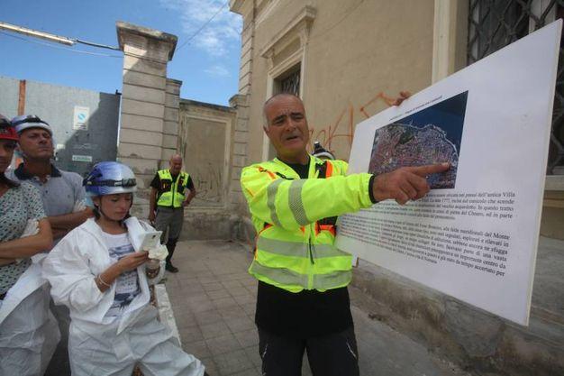 La spiegazione prima della partenza nel sottosuolo di Ancona (foto Antic)