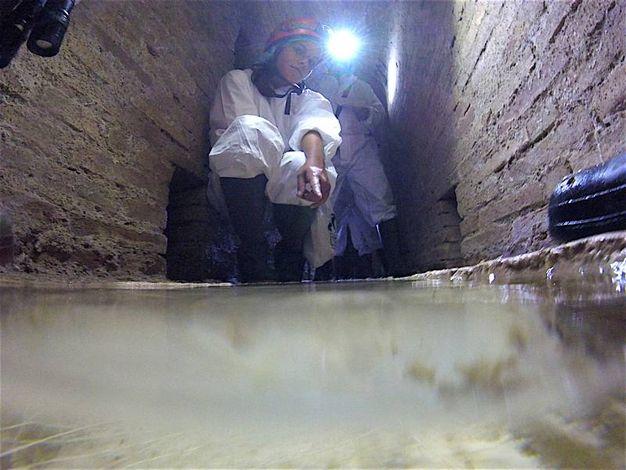 In fondo alle quali c'è la 'sorgente' di acqua limpida (foto Antic)