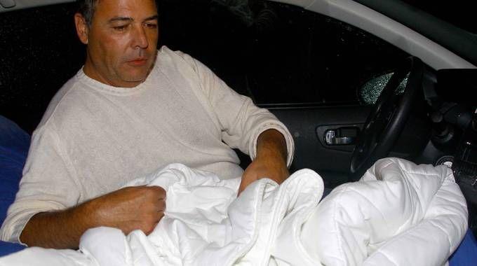 Gli agenti sfrattati hanno passato la notte in auto davanti al carcere
