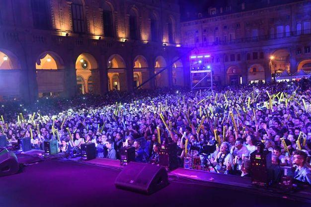 Radio Bruno Estate, lo spettacolo in Piazza Maggiore (Foto Schicchi)