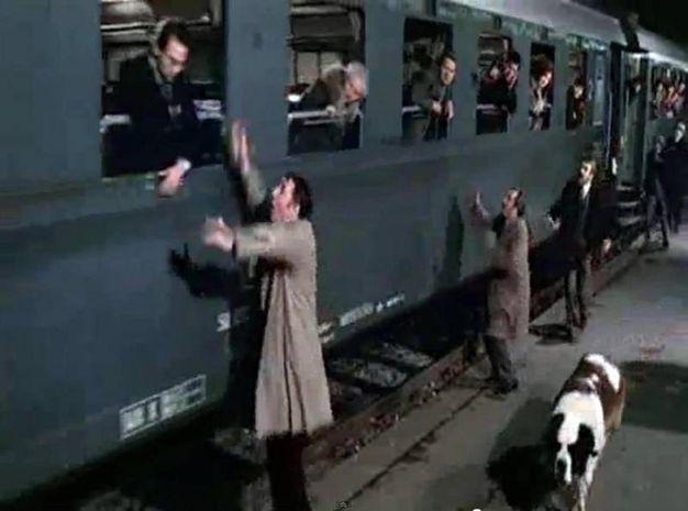 Philippe Noiret, Ugo Tognazzi e Gastone  Moschin durante la scena degli schiaffi di 'Amici miei atto I', in un fermo immagine tratto da YouTube (ANSA)