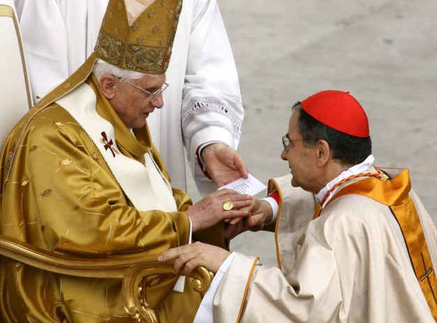 Caffarra con Papa Benedetto xvi (foto Ansa)