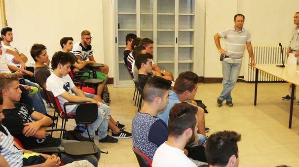 Studenti dell'Alberghetti al primo giorno di scuola