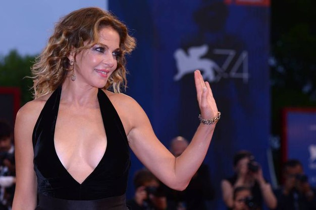 Claudia Gerini sul red carpet (foto Afp)