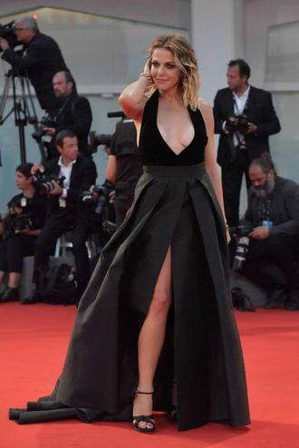 Claudia Gerini sul red carpet (foto Afp)
